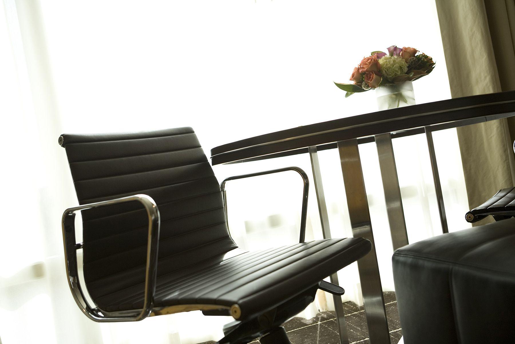 Sedie Ufficio Eames : Aluminium chair la sedia da ufficio per eccellenza in fissa per